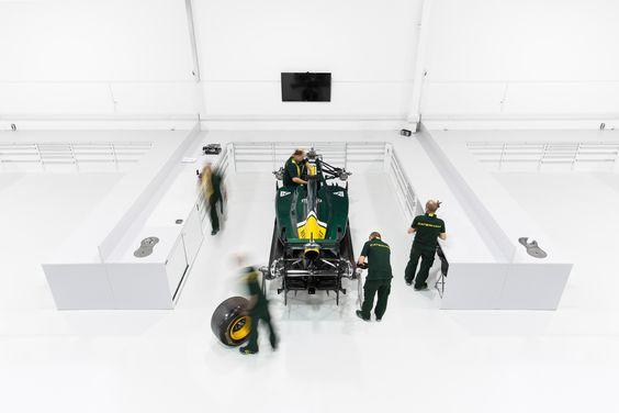 Postazione di lavoro efficiente per la carrozzeria di F1